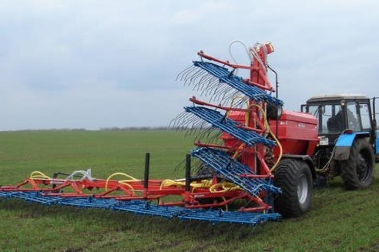 Волокуша на базе трактора МТЗ-80 для сбора копн соломы.